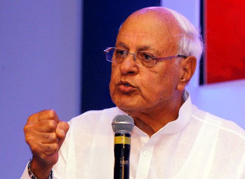 Farooq demands CBI probe into V K Singh's claim