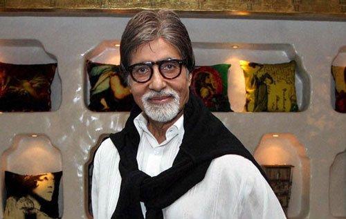 Amitabh Bachchan visits ailing Dilip Kumar in hospital