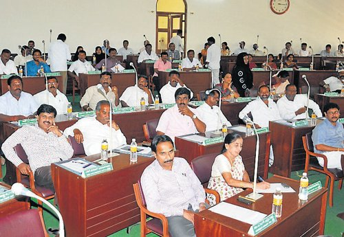 Water, clogged drain problems echoed at maiden council meet