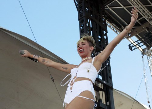 Miley Cyrus calls marijuana 'the best drug on earth'