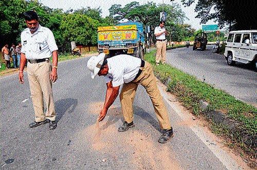 Rash rider rams into median on Hunsur road, dies on spot