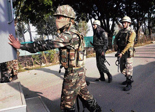 Army baffled by militants' hold-up
