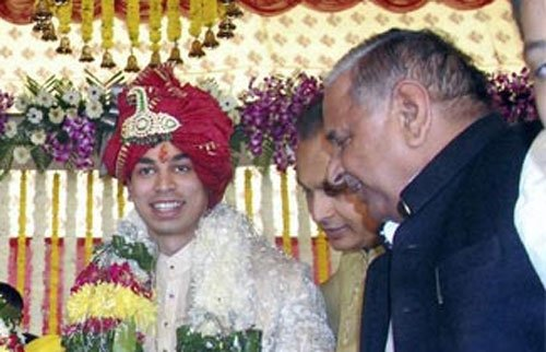CBI for I-T probe into Mulayam's son's properties