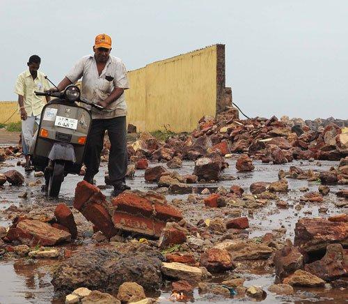 Phailin impact: 1.29 lakh people evacuated from coastal Andhra