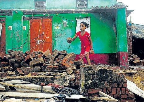 Cyclone triggers floods in Odisha, 2.5 lakh marooned