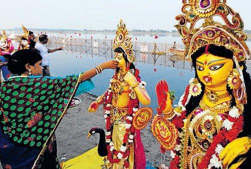 Delhi bids farewell to goddess Durga