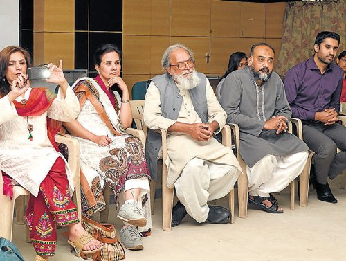 Pak team looks up to India for civil society activism