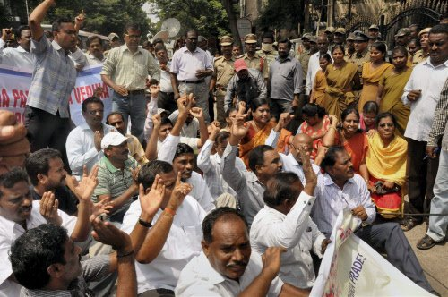 Pro-united AP employees call off agitation