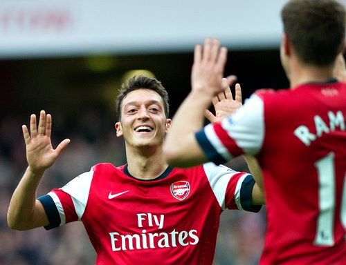 Ozil dazzles in Arsenal win