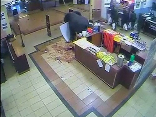Security video shows Kenyan soldiers looting mall