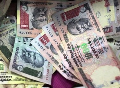 Rupee declines for 3rd day, falls 13 paise to 61.65 vs dollar