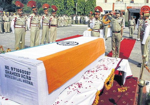 Shinde says Pak will get fitting reply for jawan's death