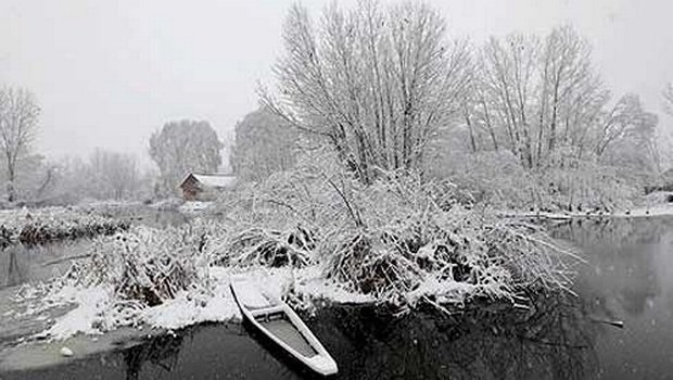 Kashmir Valley gets season's first snowfall