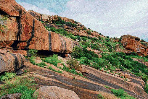 A dolmen, a shop and a Jina