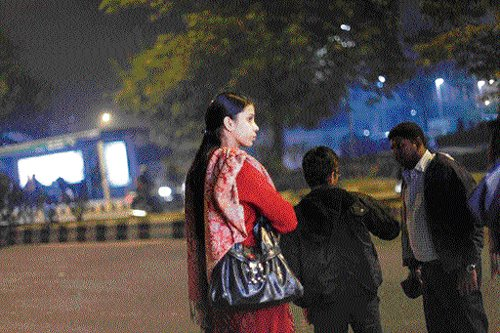 Parties may have tough time wooing women voters in Delhi