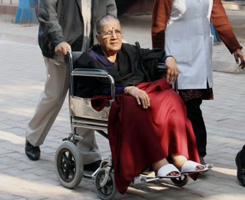 Elderly, disabled turn up to vote in Delhi despite hardships
