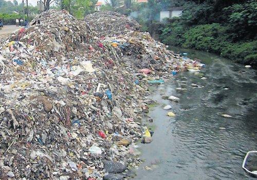 Garbage pollutes river in Gonikoppa