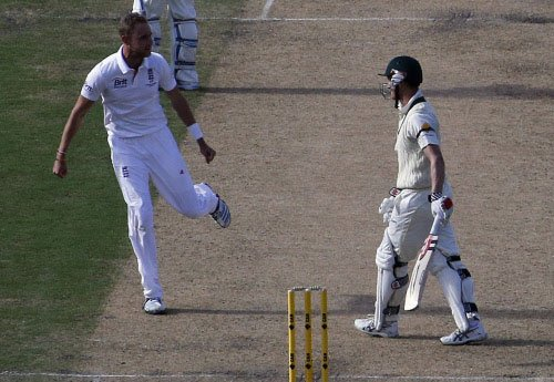 England bowlers limit Aussies