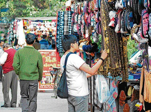 Hawkers make life tough in Green Park