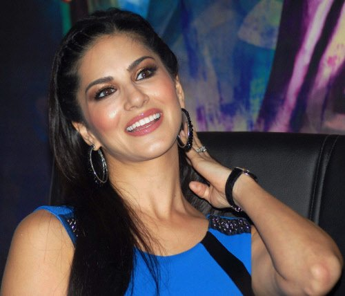 Shah Rukh keen to work with Sunny Leone