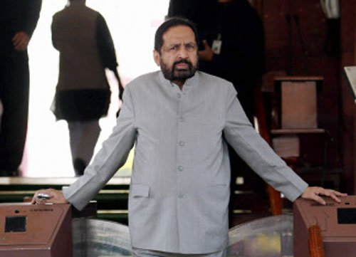Cong removes Kalmadi's photos from Pune offices