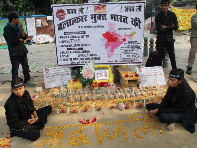 Candles lit at Munirka bus stand in memory of Dec 16 victim