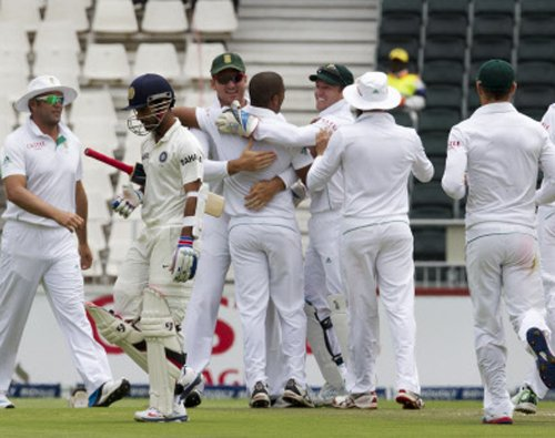 South Africa reach 22 for no loss at lunch
