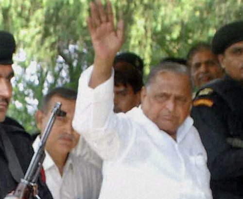 Mulayam goes all out to woo UP Muslims