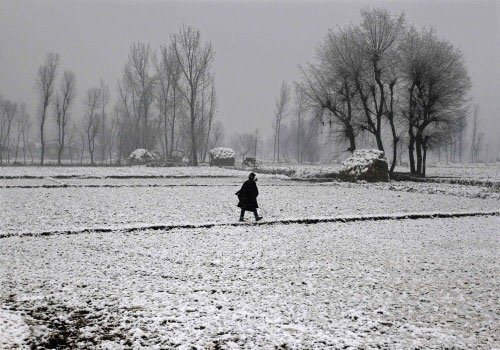 Snowfall cuts off Kashmir from rest of country