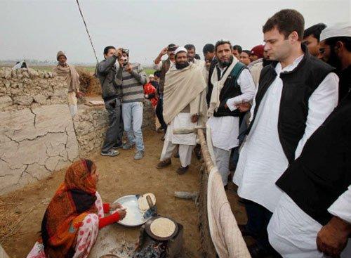Rahul visits Muzaffarnagar riot relief camps, faces protest