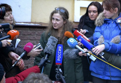 Pussy Riot punk Alyokhina freed from Russian prison