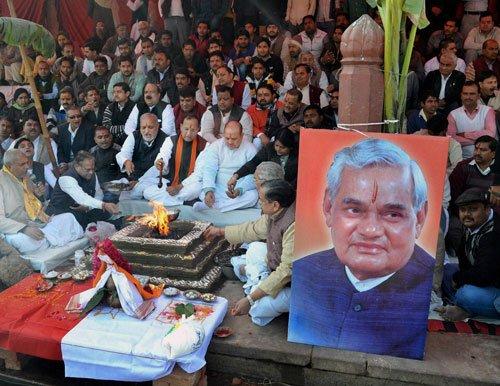 Vajpayee turns 89, greets visitors