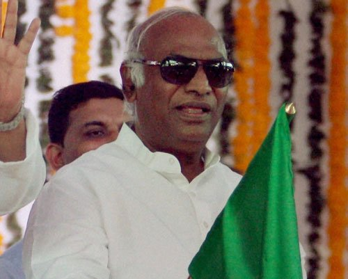 Short circuit could have triggered train fire: Kharge