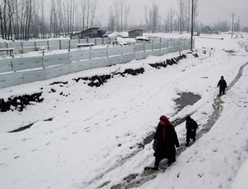 Kashmir Valley shivers, -15 degrees in Leh