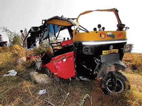Seven killed in MUV-truck collision in Bijapur