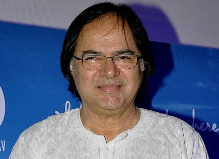 Actor Farooq Sheikh laid to rest