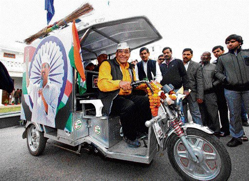 MLA drives battery rickshaw to reach Delhi Assembly for ceremony
