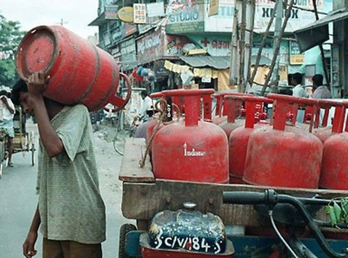 LPG price hiked by Rs 220