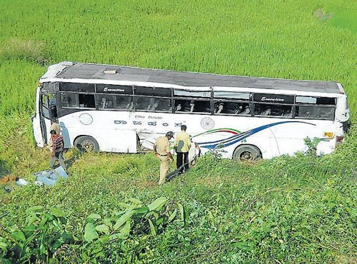 Maha: Five dead as bus plunges into valley