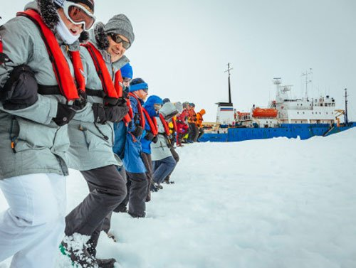 All passengers rescued from icebound Antarctic ship