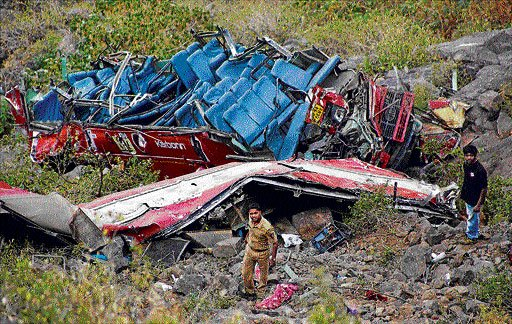 27 people killed as  bus plunges  into ravine