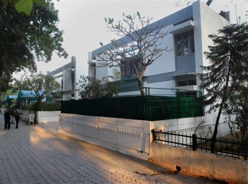Compare my house with Dikshit's: Kejriwal