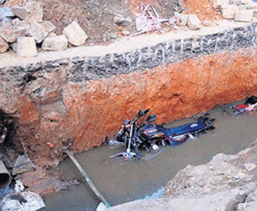 200 km of canals encroached