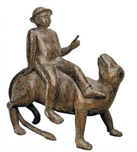 Magical dialogues with bronze sculptures
