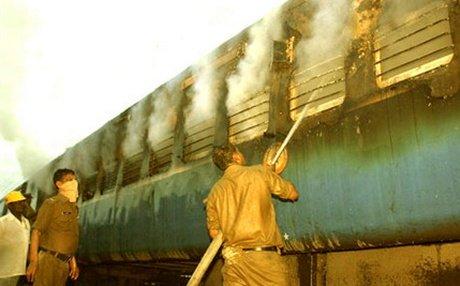 Nine killed in Mumbai-Dehradun Express blaze