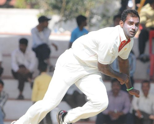 Mithun, Vinay shine as K'taka sniff first innings lead over UP