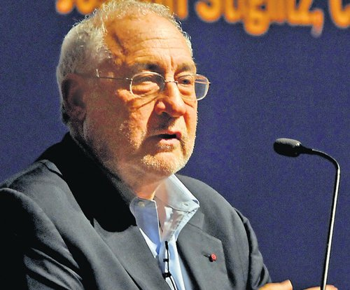Nobel laureate Stiglitz backs UID