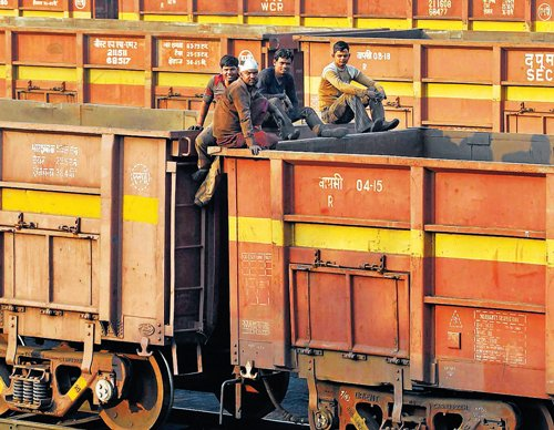 Corporate reinforcements for creaking rails