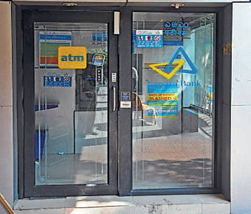 RBI to consider limiting free  ATM transactions
