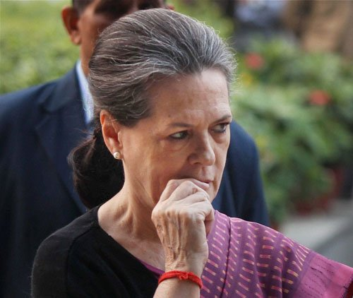 Youth must take Vivekananda's ideas: Sonia
